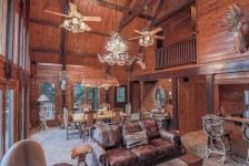 Texas Safari Log Cabin and Bunk House - Cranfills Gap Texas