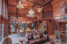 Texas Safari Log Cabin and Bunk House - Cranfills Gap Texas